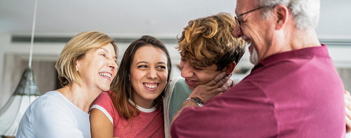 Verwandte sind froh, dass ein Familienmitglied ein Spenderorgan bekam und somit überleben konnte
