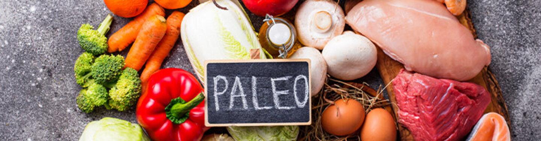 Verschiedene Paleo-Lebensmittel auf einem Tisch