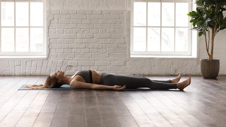 Ein starker Beckenboden lässt sich mit einfachen Übungen trainieren.
