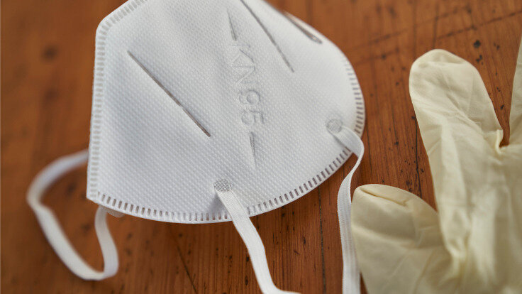FFP2- Maske und Einweghandschuhe