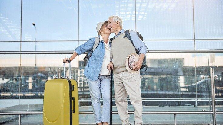 Reisen für Senioren: Mit der richtigen Vorbereitung ist es auch im Alter kein Problem, in den Urlaub zu fahren.