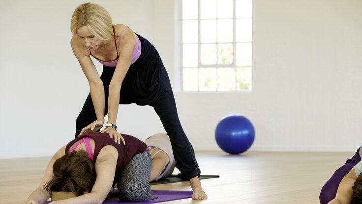 Bei Rückenschmerzen können bestimmte Übungen helfen