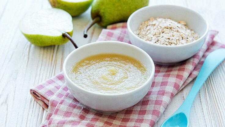 Rezept für Babybrei selber machen aus Getreideflocken und Birne.