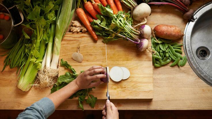 Wer sich etwas mit dem Saisonkalender befasst, findet schnell heraus, welches Obst und Gemüse gerade in seiner Region erntereif ist.