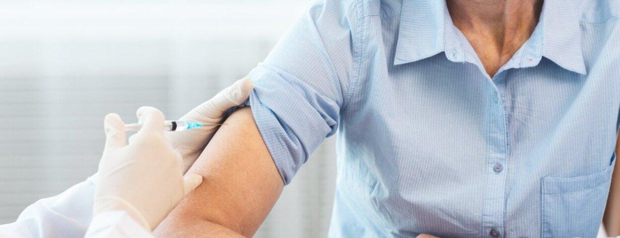Reiseimpfung, Frau erhält Impfung
