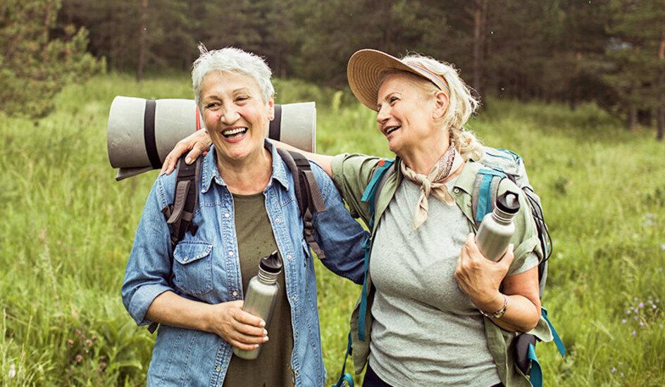 Reisen für Senioren: Mit der richtigen Vorbereitung ist es auch im Alter kein Problem, in den Urlaub zu fahren..