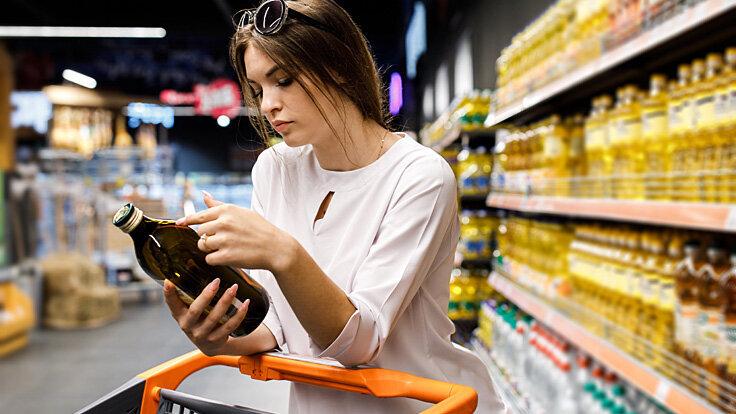 Auf der Suche nach Palmöl lohnt es sich, die Inhaltsstoffe eines Produktes durchzulesen.