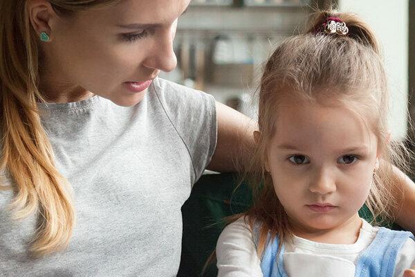 Nein heißt Nein. Ein Kind akzeptiert Grenzen seiner Mutter.