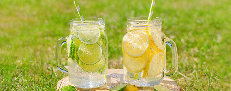 Gesunde Durstlöscher: Infused-Water-Rezepte mit Zitrone und Limetten