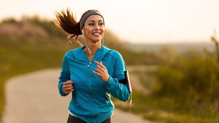Sport machen kann gegen chronische Gelenkschmerzen helfen.